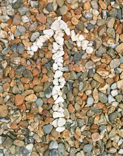 Pebbles stones arrow  (close-up)の写真素材 [FYI03628655]