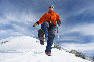 Mountain climber hiking on snowy slopeの写真素材 [FYI03629047]