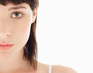 Young Brunette Woman  portrait  close upの写真素材 [FYI03629182]