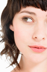 Young Brunette Woman  close up  head shotの写真素材 [FYI03629184]