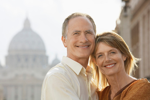 Middle-aged couple hugging in Rome  Italy  front view  porの写真素材 [FYI03629633]