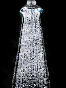 Water running from shower headの写真素材 [FYI03629715]