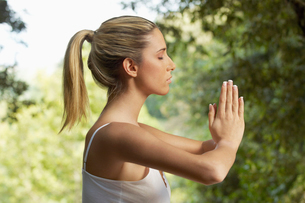 Woman meditating  profileの写真素材 [FYI03629784]