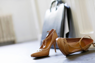 High heels and briefcase on domestic hallway floor  closeの写真素材 [FYI03629897]