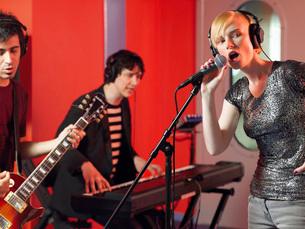Band in recording studioの写真素材 [FYI03630009]