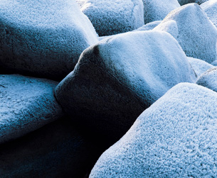 Frost on rocks  close-upの写真素材 [FYI03630461]
