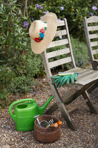 Gardening Tools and Chairsの写真素材 [FYI03630618]