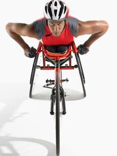 Paraplegic cycler  elevated viewの写真素材 [FYI03630629]