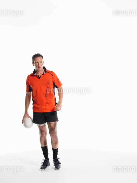 Rugby player standing holding ballの写真素材 [FYI03630676]