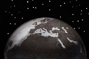 Globe against starry sky  croppedの写真素材 [FYI03630701]