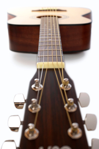 Acoustic guitar in studio  surface viewの写真素材 [FYI03630744]