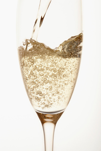 Champagne being poured into glass  close up  in studioの写真素材 [FYI03630747]