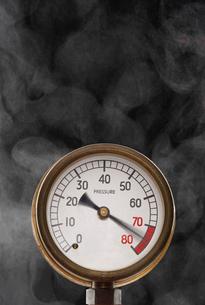Pressure gauge at maximum omitting smoke in studioの写真素材 [FYI03630752]