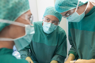 Physicians in Surgery operating on patientの写真素材 [FYI03630859]