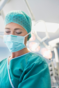 Doctor in Surgery  close upの写真素材 [FYI03630861]