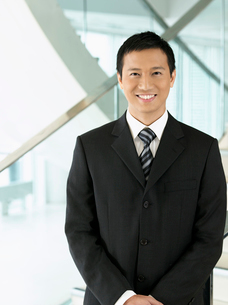 Confident Businessman standing  hands claspedの写真素材 [FYI03631045]
