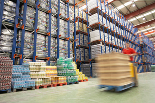 Forklift Driver in Warehouseの写真素材 [FYI03631146]