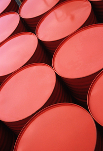 Series of red-painted metal drumsの写真素材 [FYI03631455]