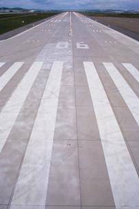 Stripes on Airport Runwayの写真素材 [FYI03631467]