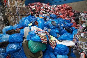 Piles of rubbish bagsの写真素材 [FYI03632221]