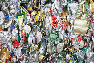Pile of tin cans  full frameの写真素材 [FYI03632240]