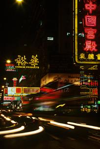 China  Shanghai  illuminated street at nightの写真素材 [FYI03632252]