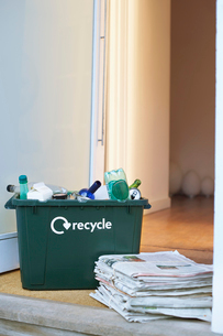Recycling container and pile of waste paper on floorの写真素材 [FYI03632401]
