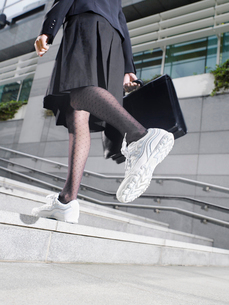 Business woman wearing running shoes  walking up steps  loの写真素材 [FYI03633172]