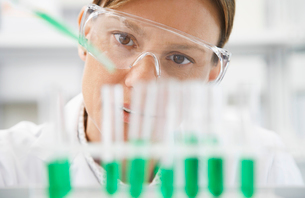 Scientist filling test tubes with pipette in laboratory  cの写真素材 [FYI03633406]