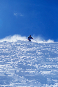 Person skiing  low angle viewの写真素材 [FYI03633500]