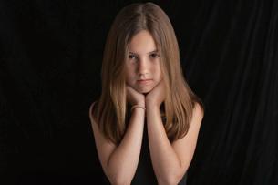 Girl  on black background  portraitの写真素材 [FYI03633552]