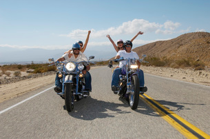 Bikers riding on desert roadの写真素材 [FYI03633592]