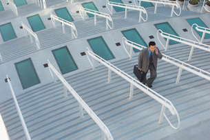 Businessman walking up stairsの写真素材 [FYI03633603]