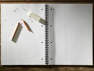 Blank Pad of Paper, Eraser and Broken Pencilの写真素材 [FYI03633770]