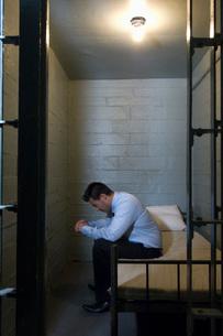 Man in prisonの写真素材 [FYI03633777]
