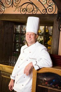 Chef in Restaurantの写真素材 [FYI03633968]