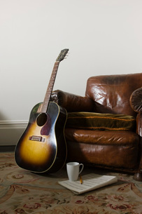 Armchair and guitarの写真素材 [FYI03634011]