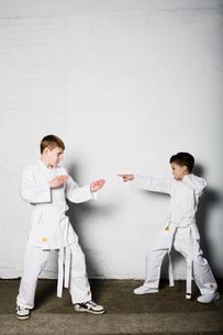 Boys practicing judoの写真素材 [FYI03634041]