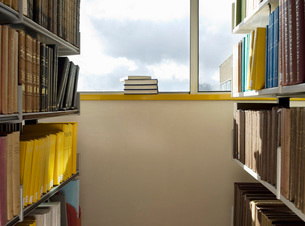 Library interior pile of books on windowsillの写真素材 [FYI03634476]