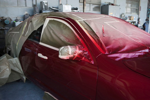 Red painted car in garageの写真素材 [FYI03634634]