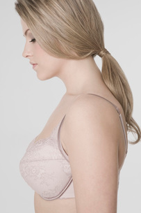 Sexy young woman wearing bra profileの写真素材 [FYI03634662]