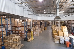 Cardboard boxes stacked in distribution warehouseの写真素材 [FYI03634956]
