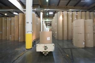 Huge rolls of paper in newspaper factoryの写真素材 [FYI03634957]