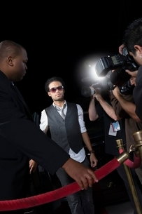 Male celebrity arriving at media eventの写真素材 [FYI03635056]