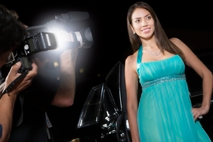 Female celebrity being photographed at media eventの写真素材 [FYI03635058]