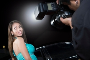 Female celebrity being photographed at media eventの写真素材 [FYI03635061]