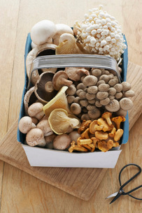 Assorted mushroom in basket on table  elevated viewの写真素材 [FYI03635693]