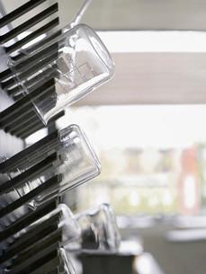 Laboratory flasks on drying rackの写真素材 [FYI03635758]