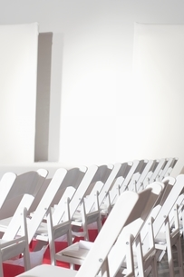 Folding chairs set out in preparation for a fashion showの写真素材 [FYI03635839]