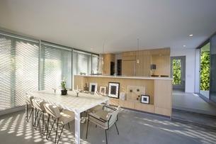 Modern dining area home interiorの写真素材 [FYI03635848]